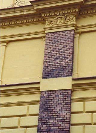 Oprava fasády objektu dopravy a skladů Národního divadla, ul. Viničná, Praha 2