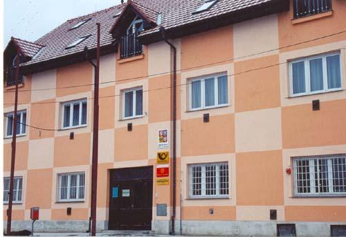 Půdní vestavby bytů v budově OÚ Lužec nad Vltavou, vč. nové fasády